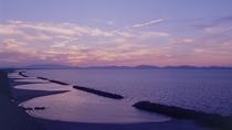 *【全室オーシャンビュー】海は目の前!波の音に癒され、四季折々の海景色を。