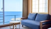 *【西館6・7階】角部屋ダブル:窓から眼下に広がるオーシャンフロントの眺めは特にオススメです♪