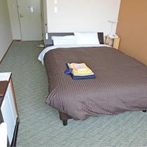洋室ダブルベッド