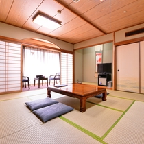 和室10畳(客室一例) 心和む和のしつらえ、足を伸ばしてごゆっくりとお寛ぎ下さい。