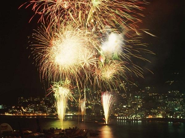 【熱海海上花火大会(1)】(※写真はイメージです)