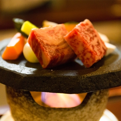 【組数限定 ご夕食を個室で!】囲炉裏会席料理に特選和牛の石焼きをプラス 個室確約プラン