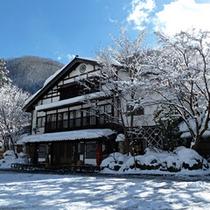 雪景色の外観