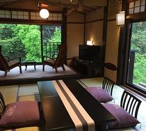 本館半露天風呂付客室の一例