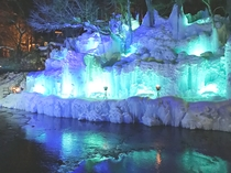 本家伴久の氷瀑