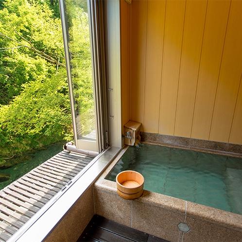 半露天風呂付客室内 清流沿い源泉掛け流し半露天風呂