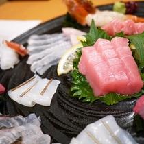 【夕食】ぷりむちっ♪新鮮な海の幸をご用意してお待ちおります。(一例)