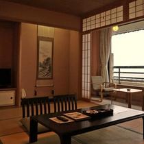 【標準和室12畳】広々とした12畳の純和室。落ち着きある佇まい