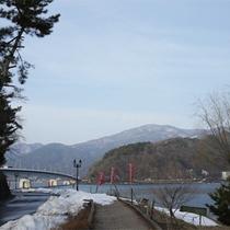 *河口湖/早朝の散歩やウォーキングにもおすすめ。当館より徒歩1分です!