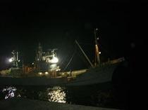 底引き網船