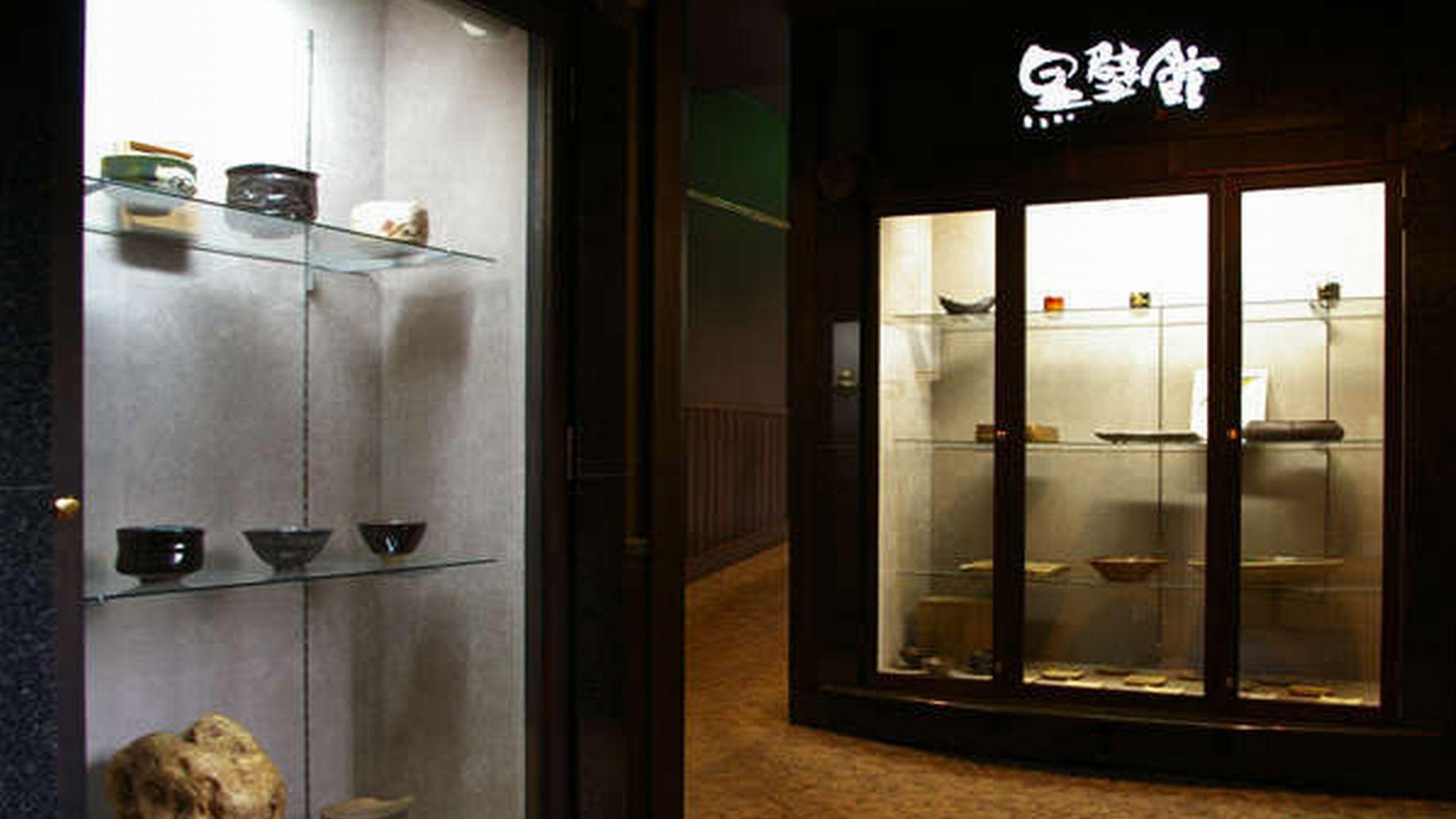 館内にある絵画や調度品を見るのもゆ楽の愉しみ方のひとつ。