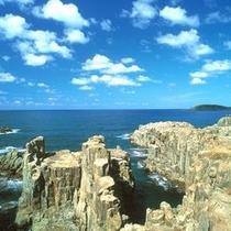 【東尋坊】 ※日本海の荒波が寄せては砕ける様は圧巻です!
