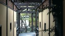 【庭園】 ※回廊を配した広々とした庭で心癒される。静かな時間もご馳走のひとつ。