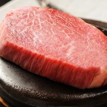 夕食メイン一例:前沢牛ヒレステーキ