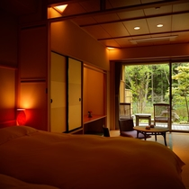 庭園露天風呂付客室【1階】庭園が部屋の印象を落ち着いた雰囲気にします。