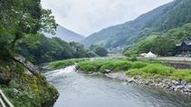 *当館の目の前には勝浦川が流れています