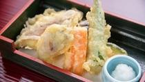 *平日限定プランの夕食一例。天ぷら