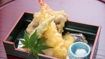 *スタンダード会席一例。天ぷらは山菜・エビなど