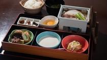 *朝食一例。バランスの良い和食で朝から元気に。