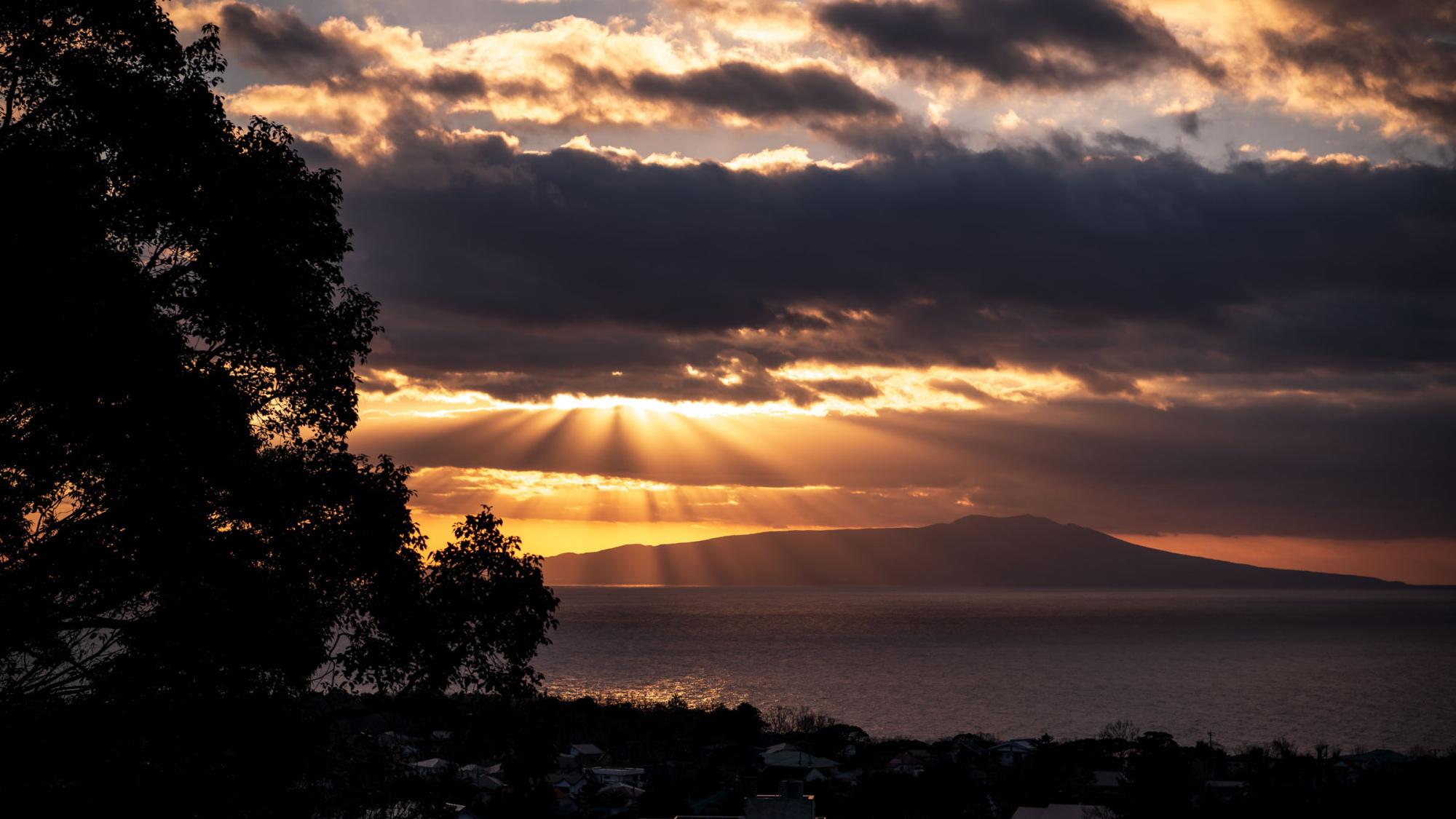 【別荘/閑‐kan‐】夕焼けに染まる伊豆大島の表情を感じられる自分時間