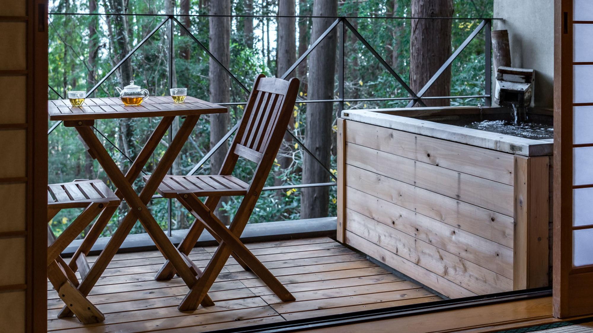 【本館/蘇芳-suou-】当館自慢の森林には、野生のリスや野鳥も遊びにやってきます