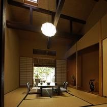 【本館:藍錆-ajisabi-】*緑に囲まれた石造りの専用露天風呂は、まるで森の中にいるかのよう。