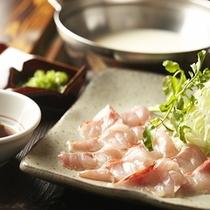 【夕食一例】*採れたての地元伊豆野菜と旬魚のしゃぶしゃぶ鍋。当館定番料理はまさに絶品です。