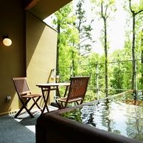 【本館:木蘭-mokuran-】*2階10畳 木製露天風呂付オープンテラス。檜のお風呂になります。