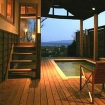 【別荘:悠‐yu‐】*夜は昼とまた違った雰囲気を醸し出してくれます。違った伊豆両方を愉しみ下さい。