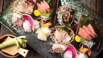 【夕食一例】お造りは地元駿河湾で獲れた「旬」な魚を使用。地場産ならではの食材をご堪能下さい。
