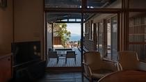 【別荘/閑‐kan‐】開放的な空間とデンマーク製の気品あふれる調度品に囲まれた、極上のスイートルーム