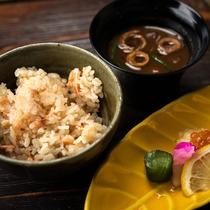 【夕食一例】炊き立てのご飯につい箸も進みます。