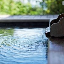 【温泉イメージ】客室ごとに趣の異なる露天風呂。何度でもいつでも自慢の温泉をお楽しみください。