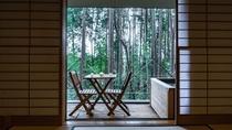 【本館/蘇芳-suou-】檜造りの露天風呂付オープンテラス
