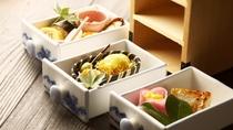 【夕食一例】季節毎に吟味し伊豆の食材が中心の『創作京懐石』です。京都料亭で修業した板長の代物。