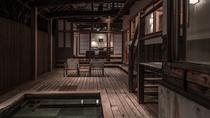 【別荘/悠‐yu‐】ウッドデッキ側からリビング、ベッドルームまで見ることが出来る安心感