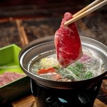 【夕食一例】人気のしゃぶしゃぶ鍋。当館定番料理はまさに絶品です。