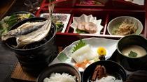 【朝食一例】炊きたてのご飯に、熱いお味噌汁。時期によって変わる季節のお料理をお出しいたします。