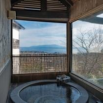 【別荘:悠‐yu‐】お天気の良い日は、美しい景色を眺めながら湯あみをお楽しみいただけます。