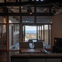 【別荘:悠‐yu‐】開放的な空間とデンマーク製の気品あふれる調度品に囲まれた、極上のスイートルーム。