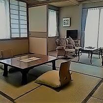 ソファー&和室10帖
