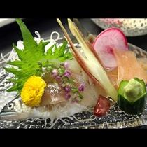 川魚のお刺身です。プリップリの身は口のなかでスッと溶けます♪