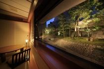 """ガーデンスイート""""NAGOMIの窓からは日本庭園が望めます"""