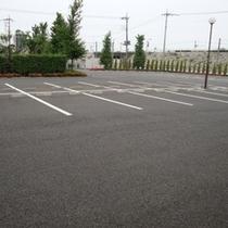 広々駐車場。110台駐車可能♪無料でご利用いただけます