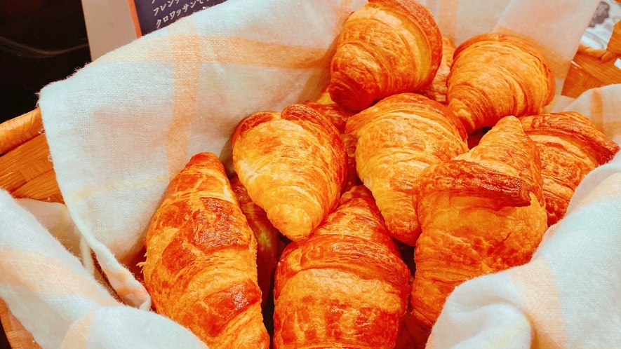 朝食レストラン花茶屋◇バターの風味豊かな「焼立てクロワッサン」をご用意しております。