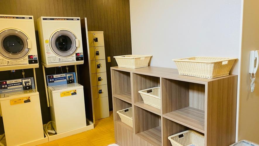 男性大浴場脱衣所 洗濯機・乾燥機完備