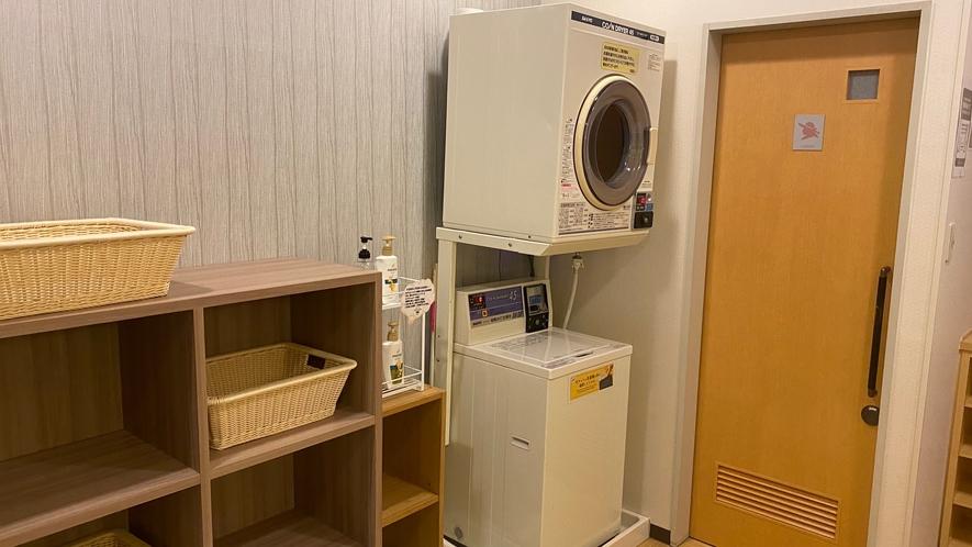 女性大浴場脱衣所 洗濯機、乾燥機完備
