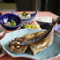 アジの干物など地元の海の幸を朝食でもお楽しみいただけます。