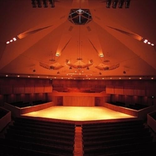 【軽井沢大賀ホール】 五角形サラウンド型コンサートホール。各種コンサートを開催。車で15分