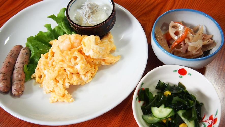 朝食(スクランブルエッグ)